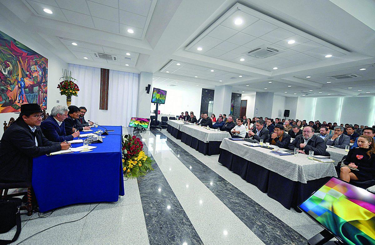 Foto de archivo de una reunión de Gabinete.