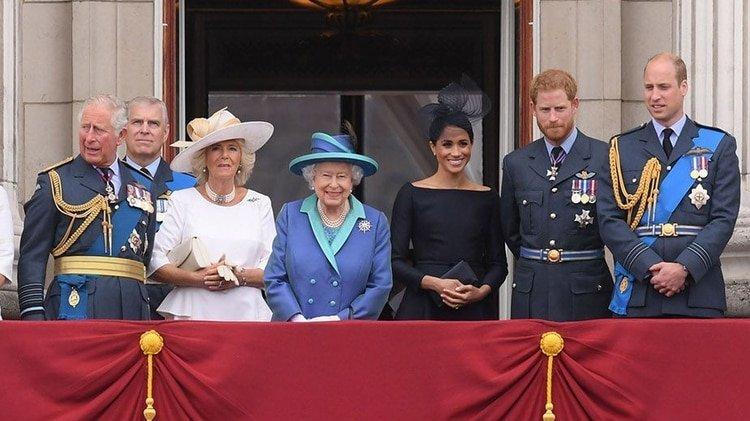 La familia real británica en el Palacio de Buckingham
