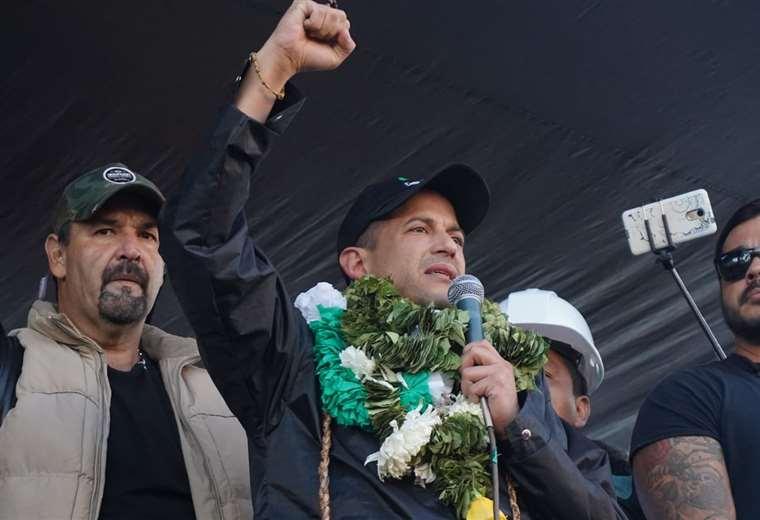 Camacho marcó sus diferencias con Mesa y afirma que lucha por el voto del pueblo. Foto: APG