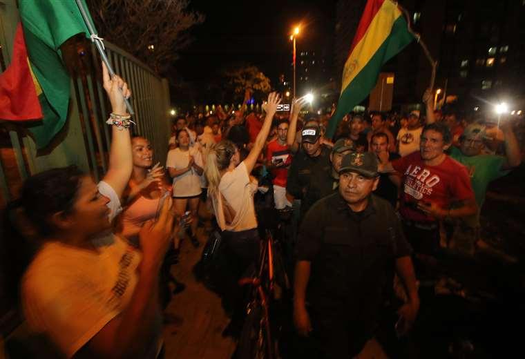El motín policial en Santa Cruz fue declarado al caer la noche del viernes. (Foto: Jorge Ibáñez)