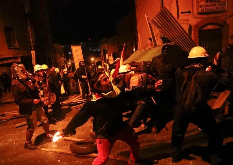 Los violentos choques entre simpatizantes y opositores a Evo Morales en las calles dejaron al menos 3 muertos y centenares de heridos.