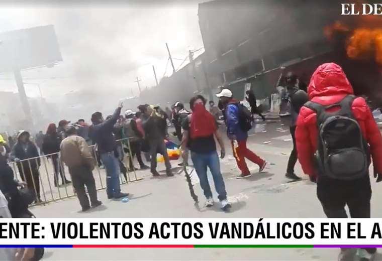 Dinamitan la pasarela que une las avenidas Panorámica Norte y Sur en El Alto - eju.tv