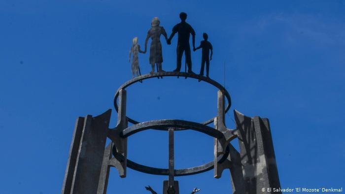 Monumento a las víctimas de la masacre de El Mozote, en El Salvador.