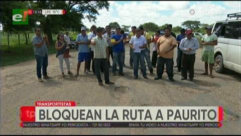 Transportistas bloquean la ruta a Paurito por el mal estado de la carretera
