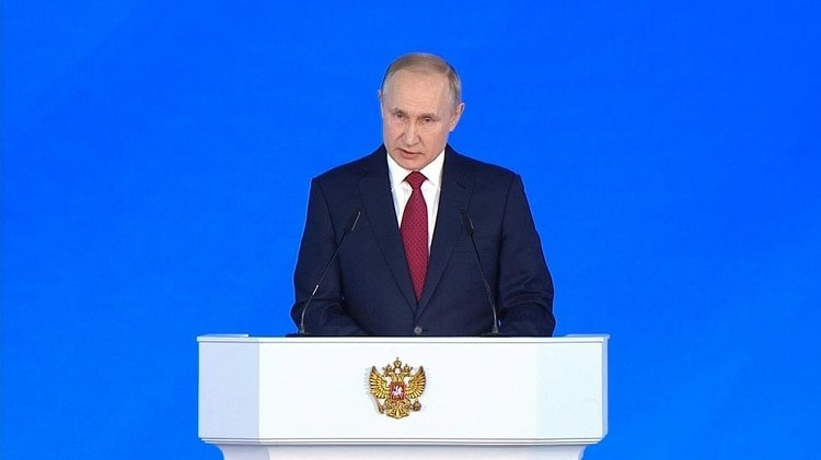 Vladimir Putin propuso el miércoles organizar un referéndum sobre reformas de la Constitución rusa para reforzar los poderes del parlamento, aunque preservando el carácter presidencial del sistema político que dirige desde hace 20 años.