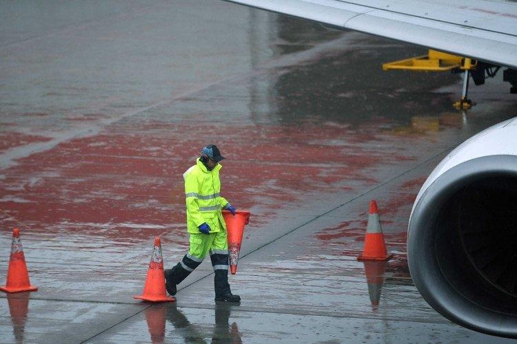 Las lluvias en Australia provocaron cancelaciones de vuelos, bloqueos y cortes de electricidad (AP)