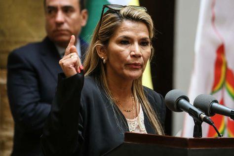La presidenta y actual candidata para las elecciones generales del 3 de mayo, Jeanine Áñez.