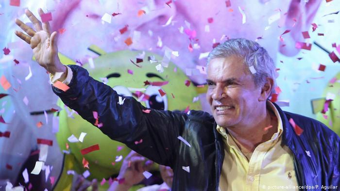 Peru Kommunalwahlen in Lima Luis Castaneda (picture-alliance/dpa/P. Aguilar)