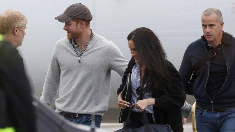 Los duques de Sussex fueron retratado sonrientes en su llegada a Canadá, país que eligieron para vivir con su hijo Archie tras su renuncia a la corona británica /The Grosby Group