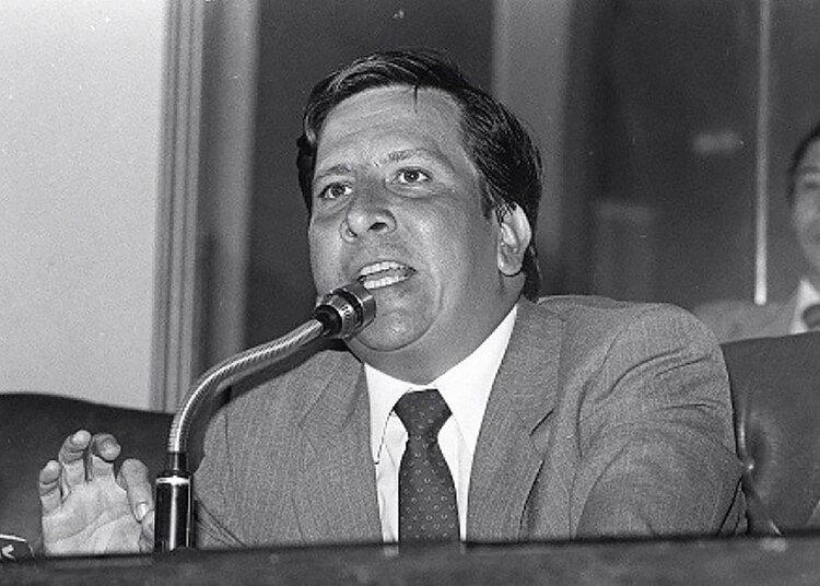 Lara Bonilla fue el primero en denunciar los nexos con el narcotráfico de Escobar, cuando estaba en el Congreso.