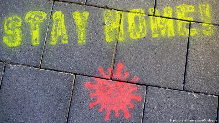 Pintura callejera llama a quedarse en casa en Múnich