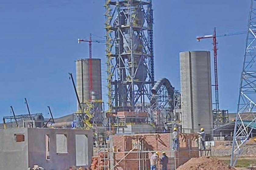 Cívicos verificarán avance de la fábrica de cemento