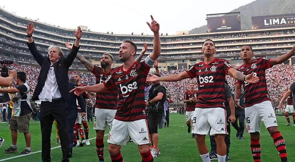 Jorge Jesús (izq.) celebra junto a sus dirigidos el título de la última Copa Libertadores. Foto. Internet