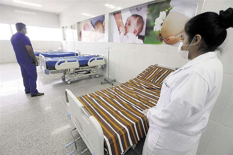 El centro de referencia para pacientes de coronavirus cuenta con personal médico y de enfermería. Están preparados para asistir a pacientes. Foto: Fuad Landívar