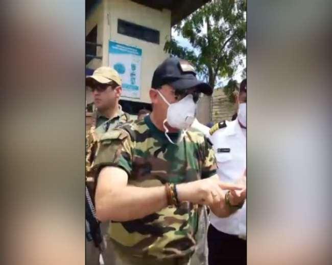 López llamando la atención a autoridades