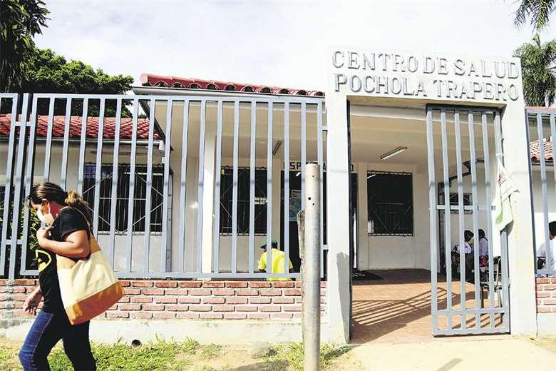 En este hospital de primer nivel, situado en la zona norte de la capital cruceña, pidió ayuda la paciente 4, pero en vez de ayudarla, se asustaron. Foto: Jorge Uechi