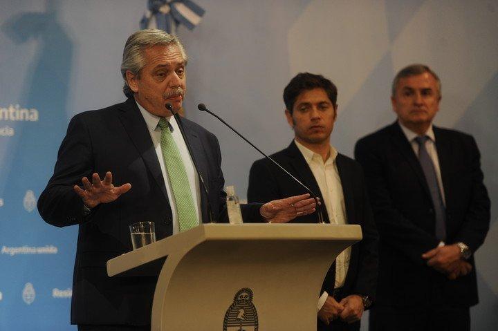 El presidente Alberto Fernánez con Axel Kicillof y Gerardo Morales (Jujuy).  Foto: Juan Manuel Foglia