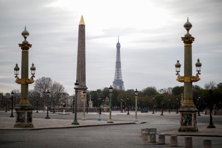 Las autoridades francesas decretaron el confinamiento de la población para frenar el avance del brote (REUTERS/Benoit Tessier)