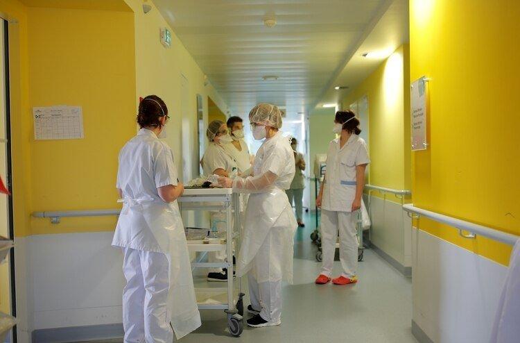 Las autoridades buscan descongestionar los hospitales locales (REUTERS/Stephane Mahe)