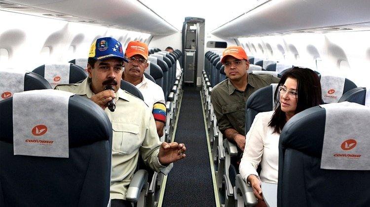 Nicolás Maduro habla a bordo de un avión de Conviasa