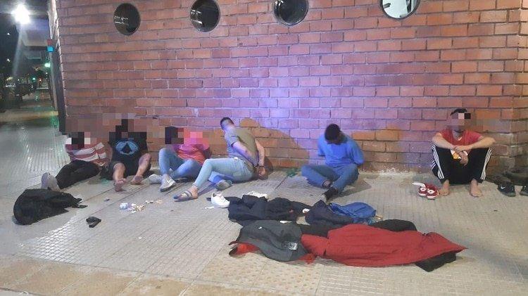 Belgrano, viernes pasado: seis detenidos por violar la cuarentena y entrar a tiros a un bar.