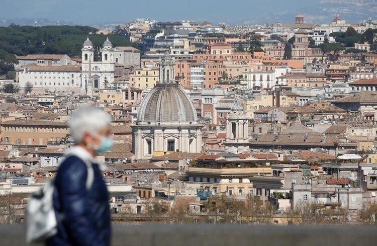 """""""Italia y España ofrecen advertencias sombrías sobre el futuro"""", advirtió el artículo de The Atlantic sobre el futuro inminente del sistema de salud en los Estados Unidos. (REUTERS/Remo Casilli)"""