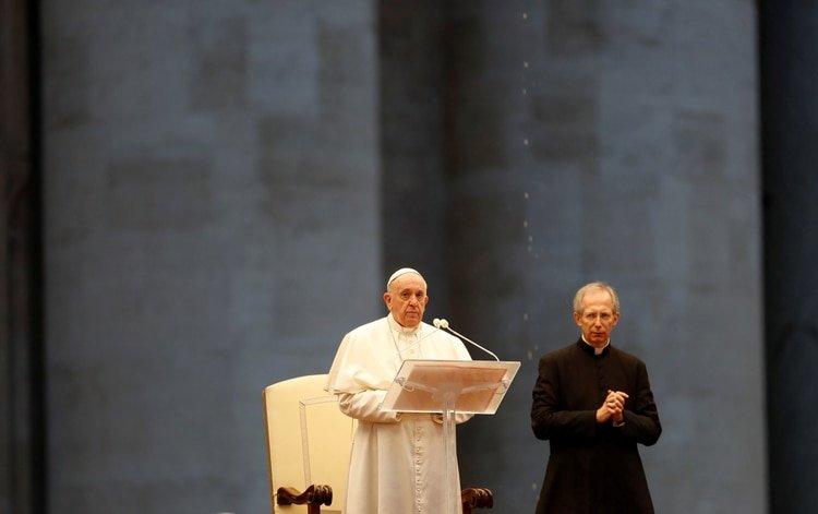El Papa Francisco entrega una extraordinaria bendición