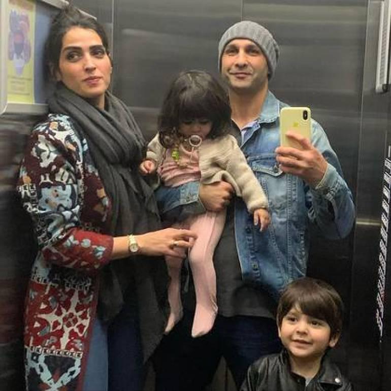 Shabnam Shahrokhi y Ahmad Moin Shirazi junto a sus dos hijos