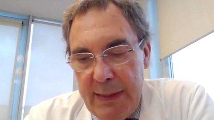 Un experto italiano asegura que la carga viral del coronavirus es 100 veces menor que en marzo: «Es como si hubiese envejecido»