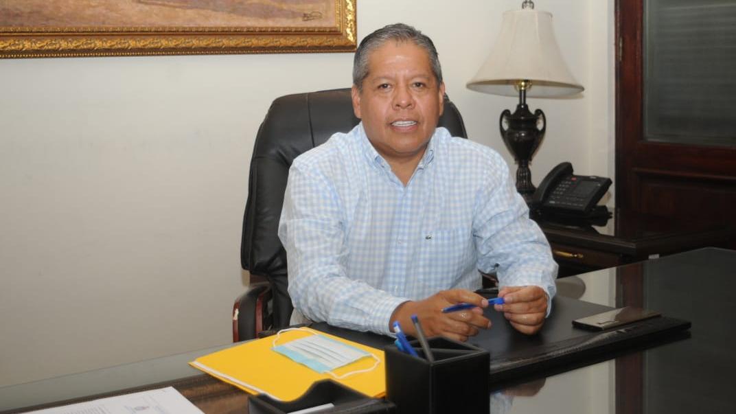 El alcalde suplente temporal de Cochabamba Iván Tellería, tras el ingreso a su despacho. NOÉ PORTUGAL
