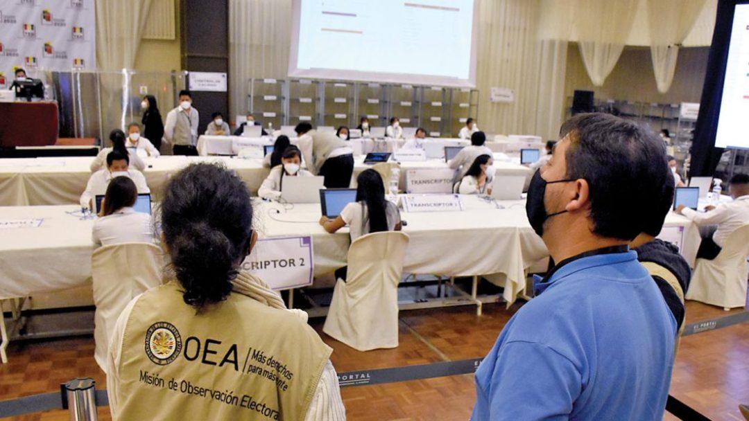 Observadores internacionales en el cómputo de actas del TED Cochabamba. Dico Solís