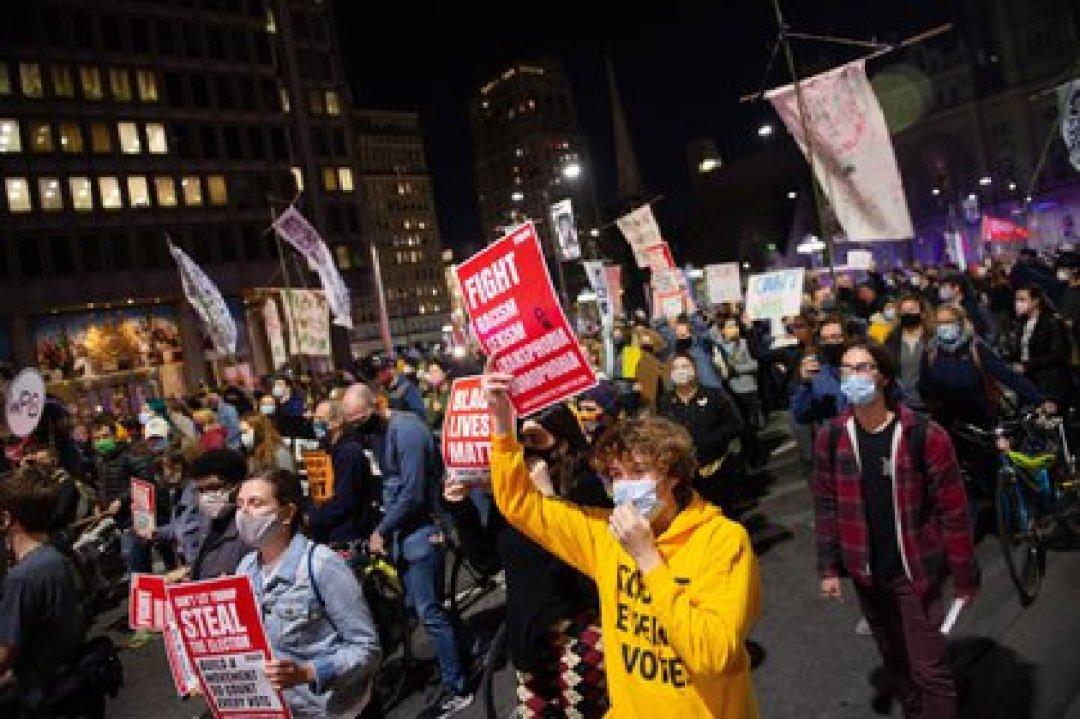 Cientos de manifestantes piden en Filadelfia que se cuenten todos los votos