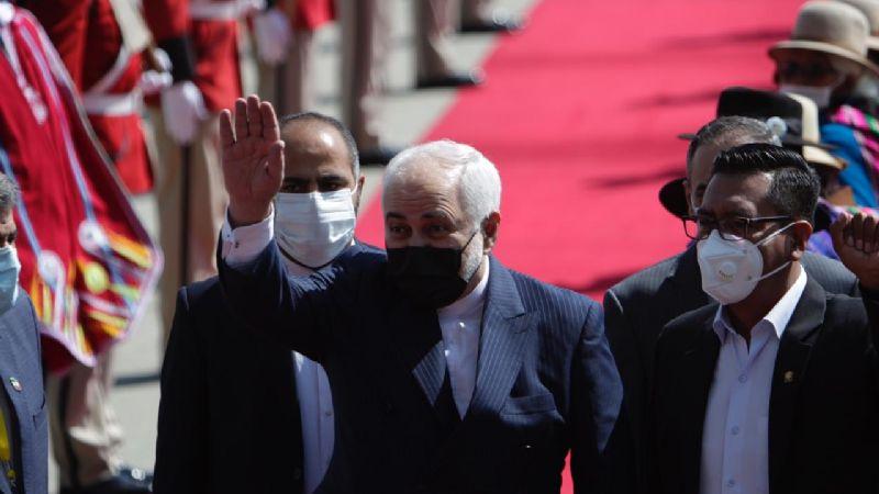 Con banda y flores es recibido el canciller de Irán en el país