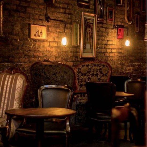 El interior del coqueto hidden bar Victoria Brown que abrió sus puertas en el salón