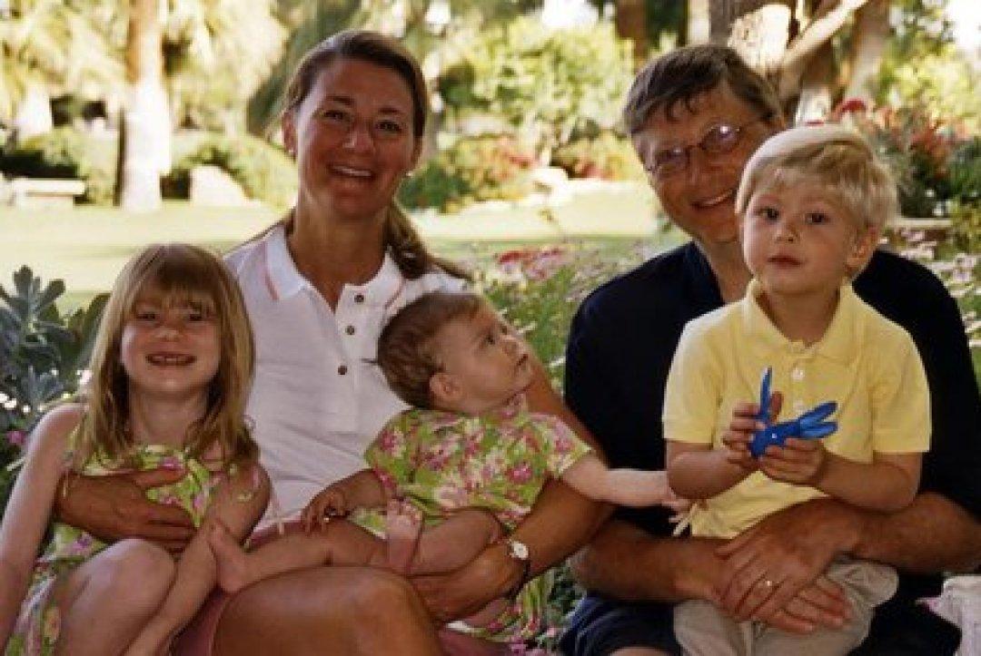 La familia Gates. Bill y Melinda con sus hijos cuando eran pequeños (Foto: Instagram@melindafrenchgates)