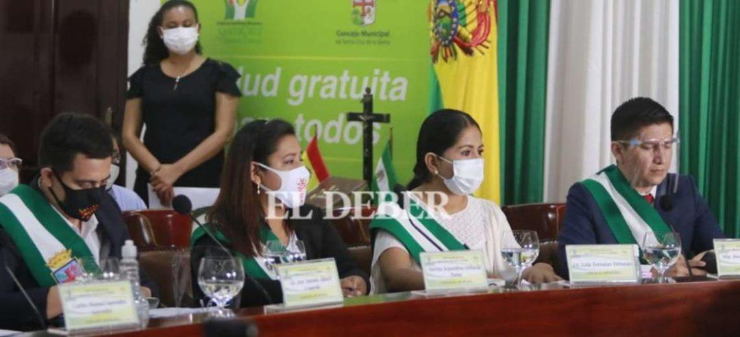 La concejal Lola Terrazas, segunda de la derecha, hizo escuchar su voz /Foto: J.C Torrejón