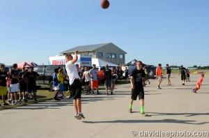 Drivers and crews of the USPKS take on the 3-on-3 basketball tournament (Photo: DavidLeePhoto.com)
