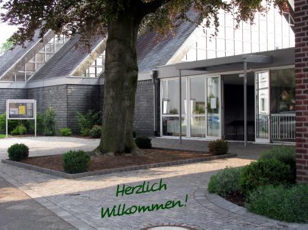 vorplatz_kirche_schrift