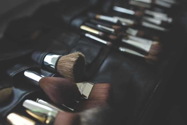 Vijf kwasten die onmisbaar zijn in jouw make-up stash