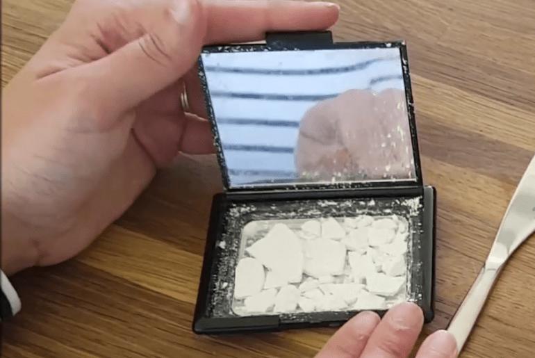DIY | Gebroken poeder fixen