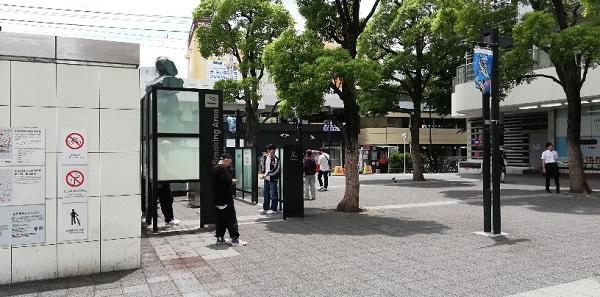 川崎駅の東口のヨドバシカメラ前の喫煙所