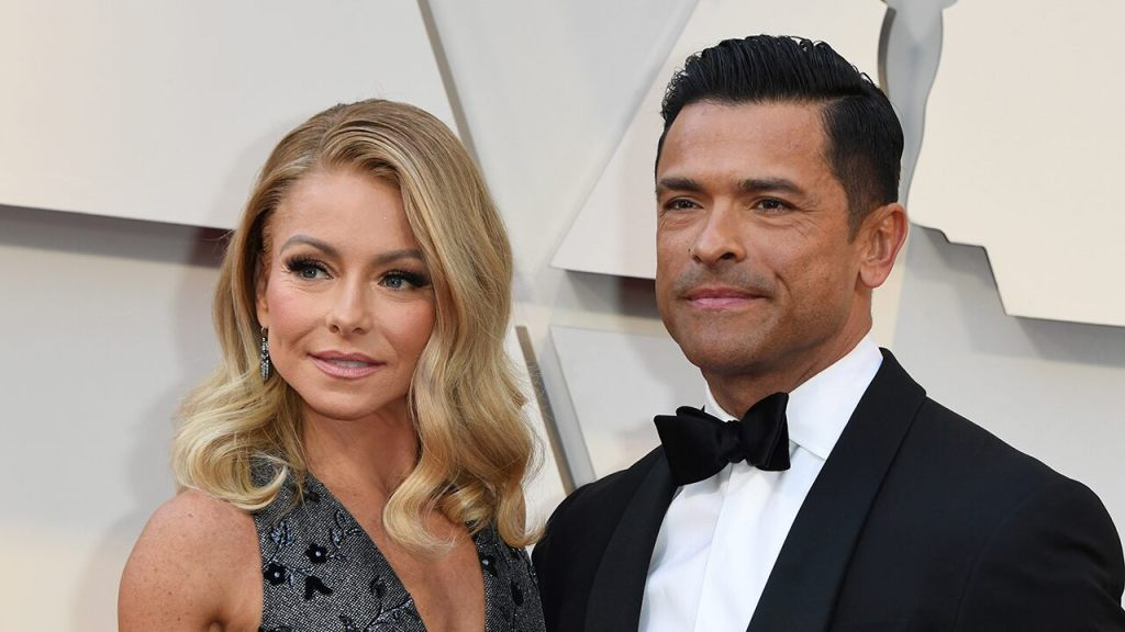 mark-consuelos-gushes-over-wife-kelly-ripa:-'her-brain-is-so-sexy'