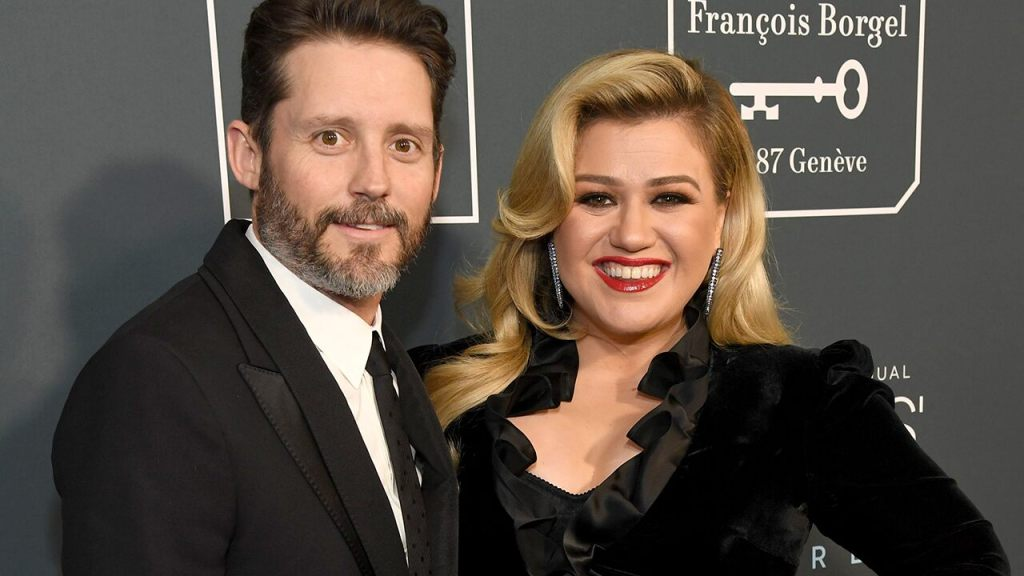 kelly-clarkson-explains-why-she-can't-be-'truly-open'-about-'certain-aspects'-of-her-divorce