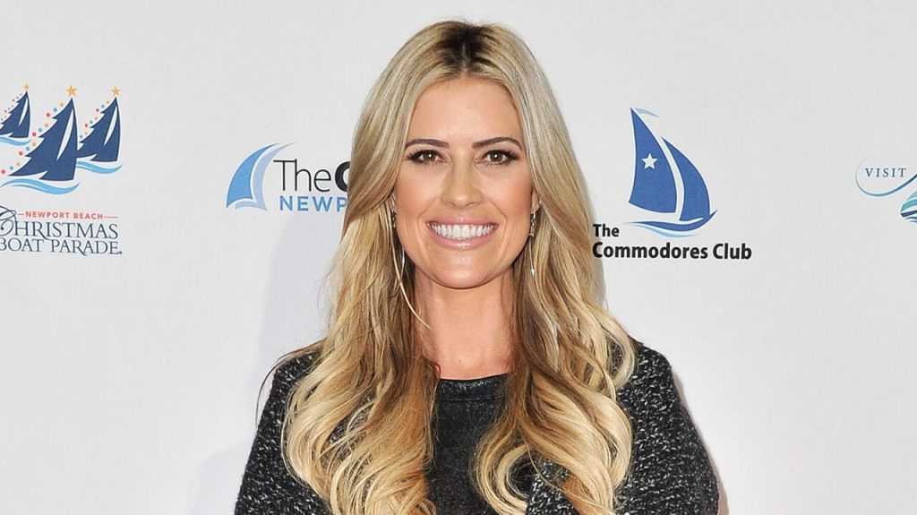 Christina Anstead reflects on lessons learned in 2020, how she was 'ungrateful' at times: 'Can't deny truth'