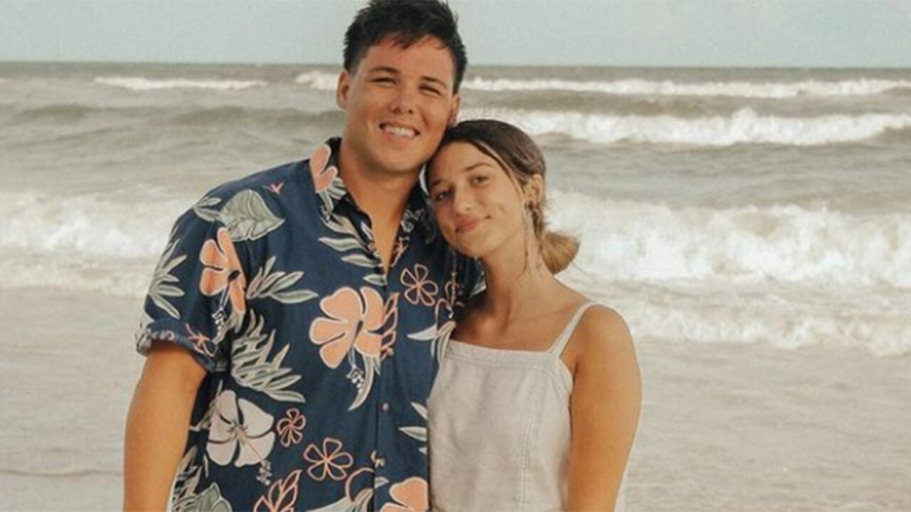 Duck-Dynasty-star-Bella-Robertson-engaged-to-Jacob-Mayo-I