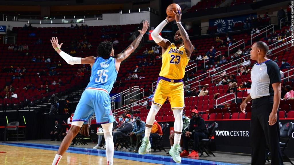 LeBron James hits no-look three pointer to win mid-game bet with teammate in LA Lakers rout