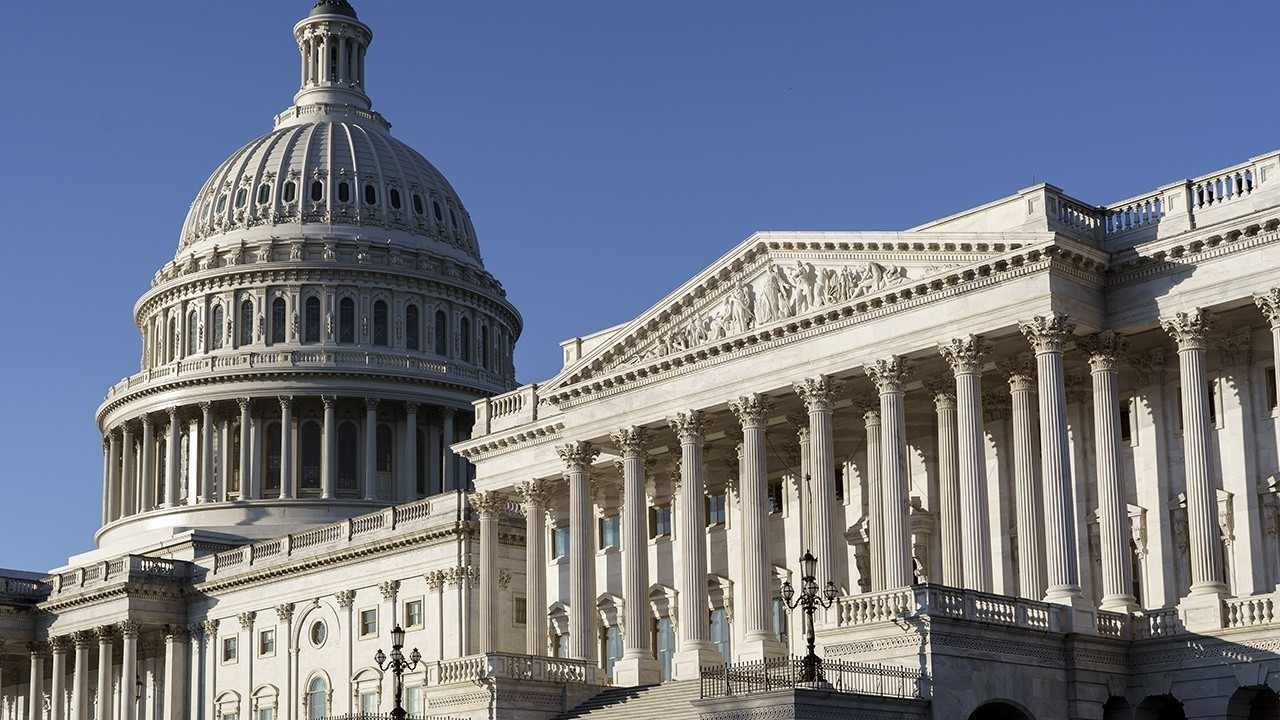 Democrats may consider minimum wage compromise as opportunity narrows
