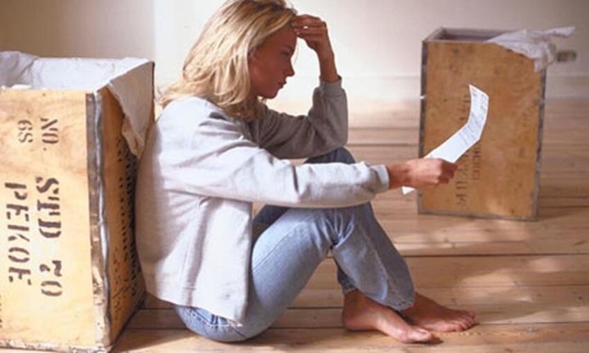 Ils aident des femmes victimes de violences conjugales à déménager en cachette et gratis.