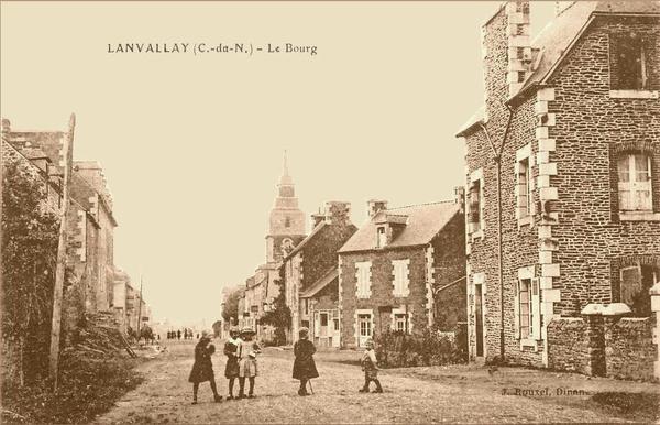 Lanvallay - Château de Beauvais - Carte postale ancienne et vue d'Hier et  Aujourd'hui - Geneanet