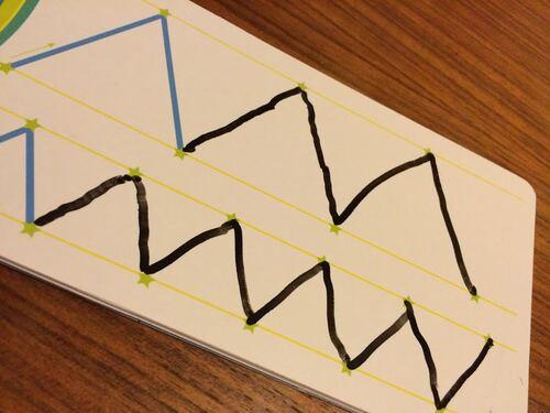 Minipuce apprend le graphisme avec les Incollables